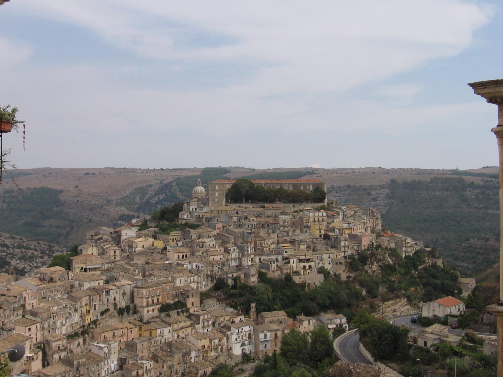 http://www.welton.it/photos/ragusa/ragusa-ibla.jpg